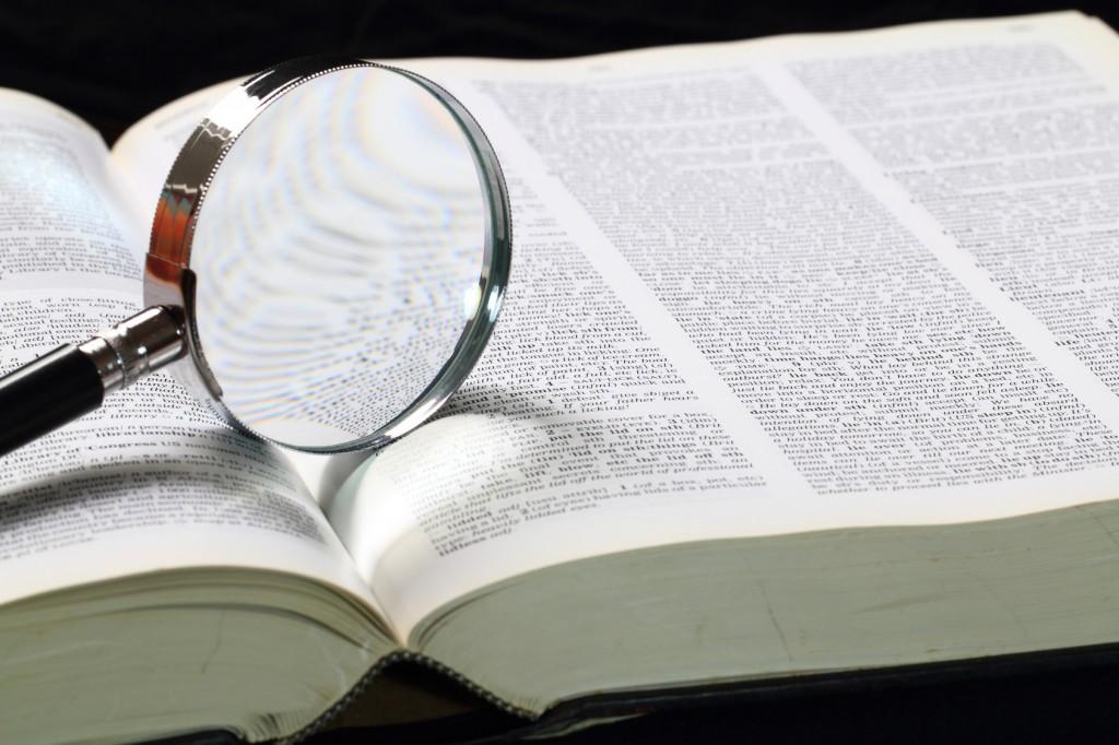 Diccionario y gafas