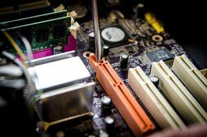 El mantenimiento informático para empresas es esencial para la seguridad y el funcionamiento de cualquier dispositivo