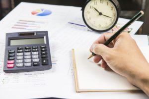 Deducciones fiscales de alquilar equipo de oficina