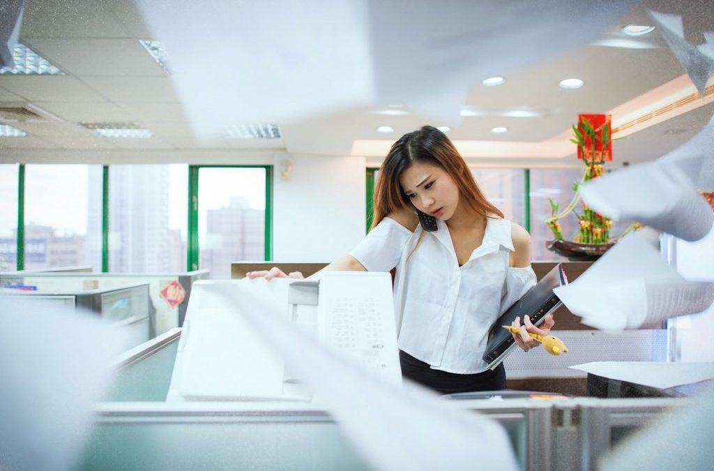 Cómo evitar atascos de papel y otras averías en impresoras profesionales